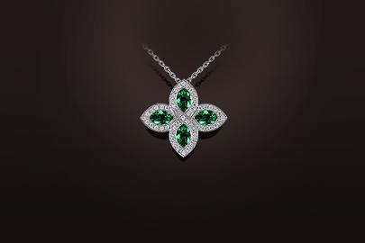 pendentif émeraudes diamants